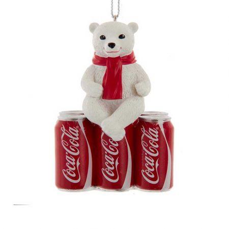 Αυθεντικό Χριστουγεννιάτικο στολίδι αρκουδάκι καθισμένο σε 3 κουτάκια Coca-Cola® 5x3,5x7,5cm