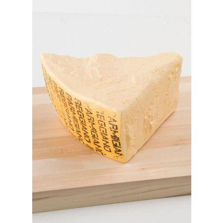 Κομμάτι τυρί παρμεζάνας απομίμηση 20x18x9cm